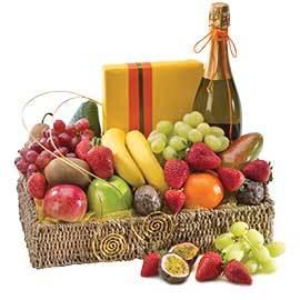 Hamper Fruit, Wine, Chocolates