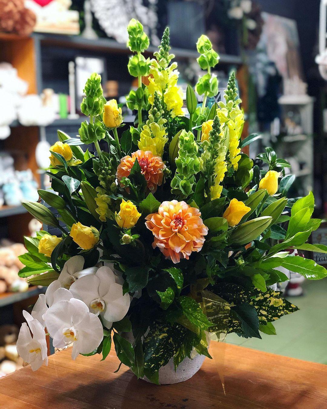 yellow roses arrangement xl